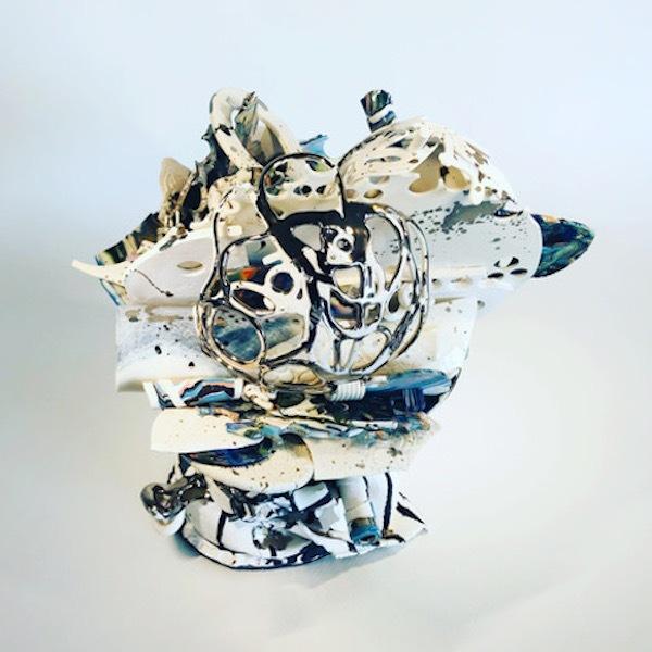 'Verzameld Geluk 1A' (2020) 31 x 16 x 16 cm, Porcelain, glaze, platinum luster