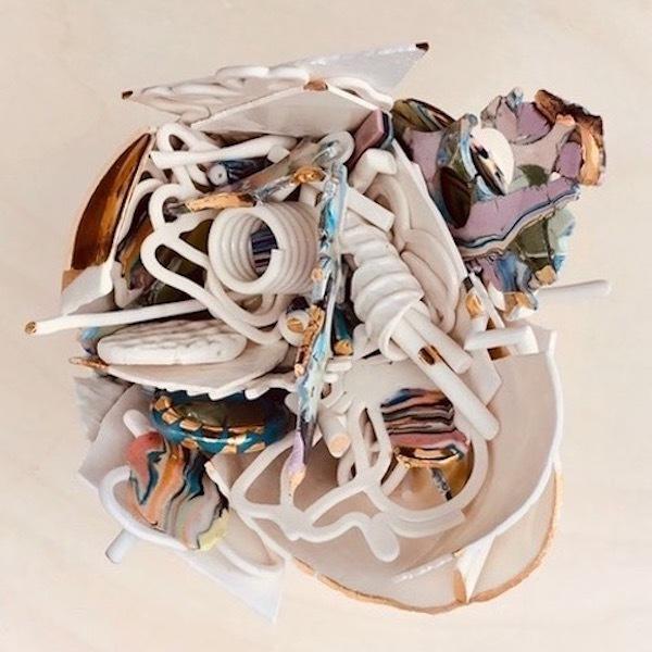 'Verzameld Geluk 3C' (2020) 18 x 15 x 13 cm, Porcelain, glaze, platinum luster