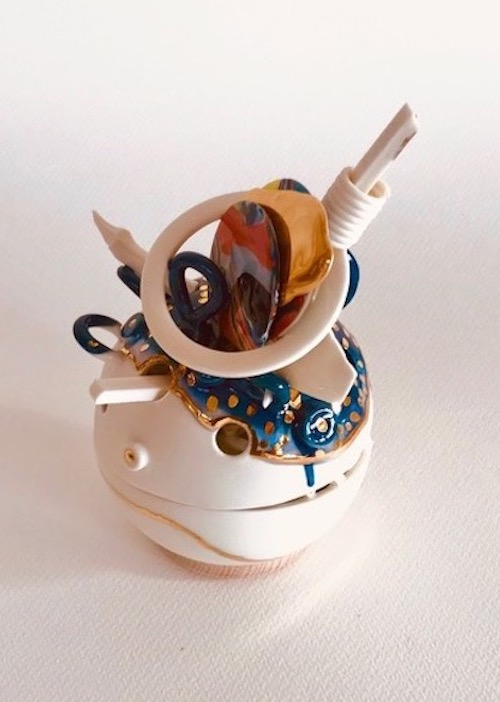 'Verzameld Geluk 4D' (2020) 20 x 12 x 12 cm, Porcelain, glaze, platinum luster