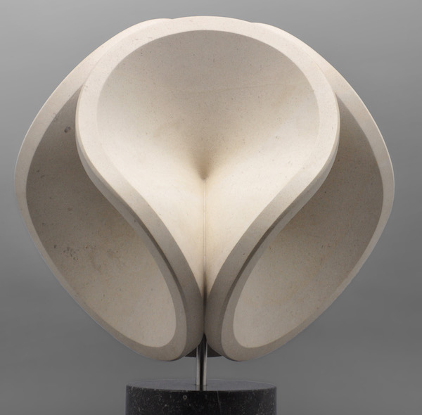 Sinus (2016) H 38 cm, Porto Rigo limestone