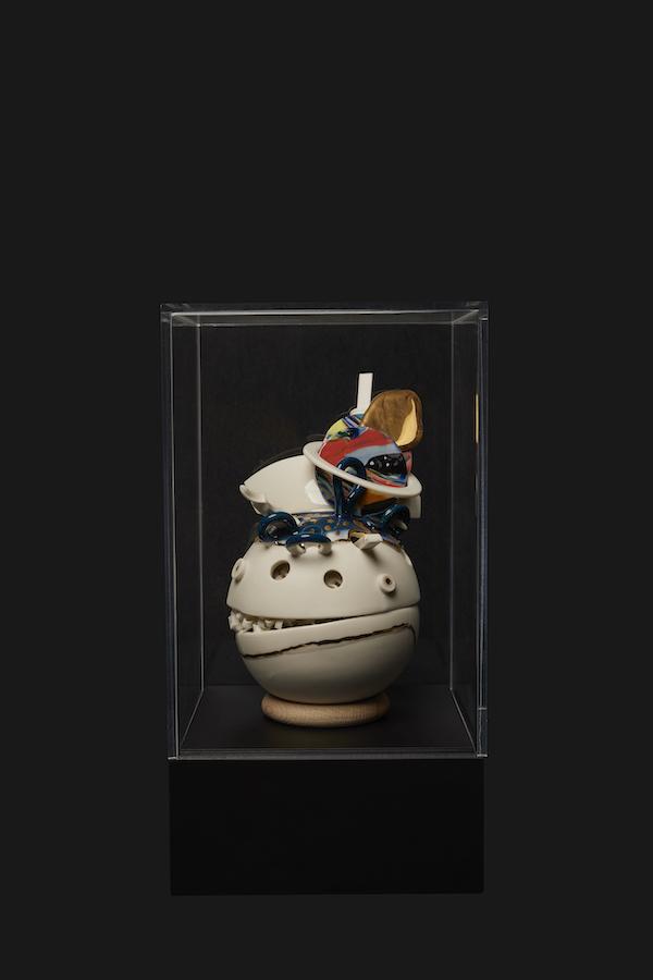 Verzameld Geluk 4D (2020) 30 x 16 x 16 cm, Porcelain, glaze, gold luster