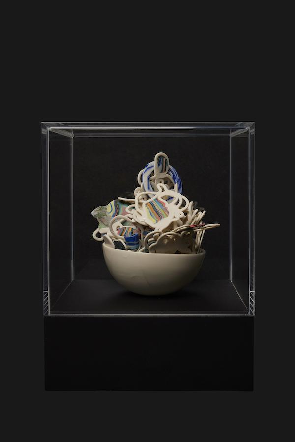 Verzameld Geluk 10J (2020) 24 x 19 x 17 cm, Porcelain, stains, gold luster